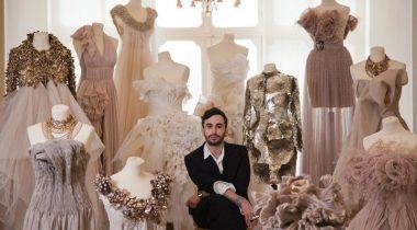 Миниатюра к статье Закатное небо и теплый песок: 14 необычных платьев от дизайнера Krikor Jabotian