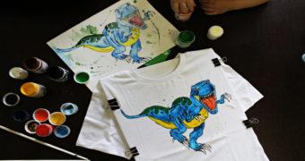 Миниатюра к статье Курс на индивидуальность, или как сделать роспись футболки акриловыми красками