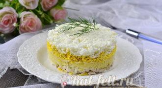 Миниатюра к статье Салат «Невеста» с курицей и плавленым сыром