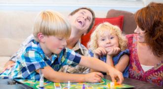 Миниатюра к статье 6 веселых игр для всей семьи
