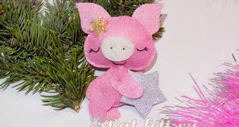 Миниатюра к статье Свинка со звездочкой из фетра на Новый год 2019