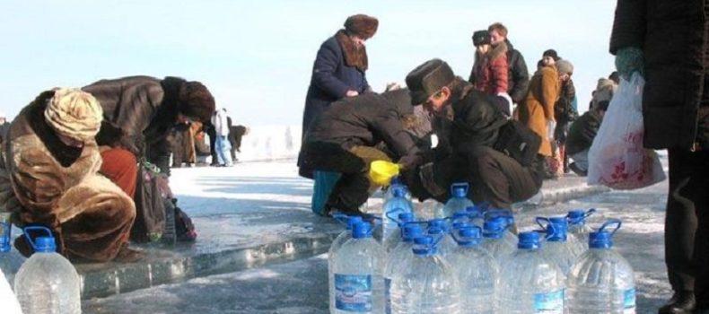 Миниатюра к статье Когда можно набрать святую воду 18 или 19 января?