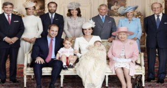 Миниатюра к статье 10 странных традиций и запретов в королевской семье Британии