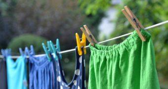 Миниатюра к статье Как можно быстро высушить одежду после стирки