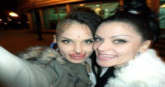 Миниатюра к статье Как сейчас выглядит Кристина Рэй спустя год после операции (фото)