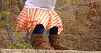 Миниатюра к статье Яркая юбка из квадратов для девочки - буквально за несколько минут!