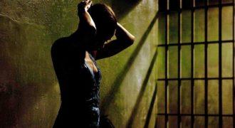 Миниатюра к статье 7 женщин-знаменитостей, которые провели некоторое время за решеткой