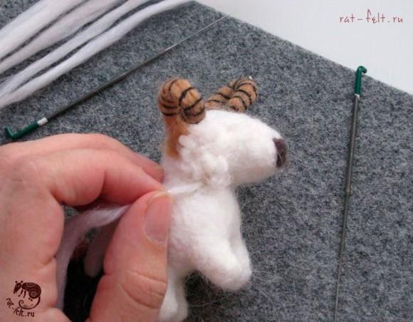 приваливаем шерсть овечке 11