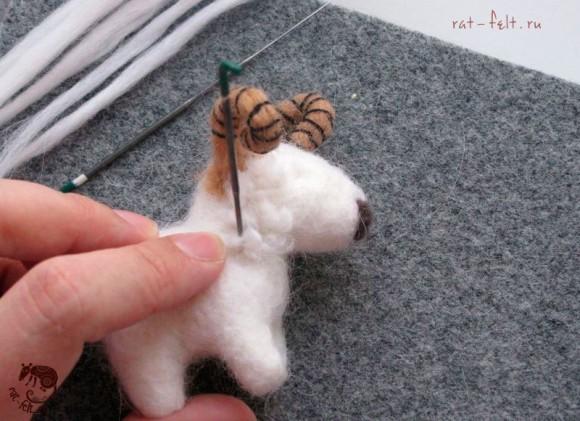 приваливаем шерсть овечке 13