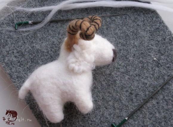 приваливаем шерсть овечке 15