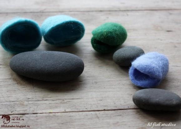 Разрезанные валяные камни как основа для цветка