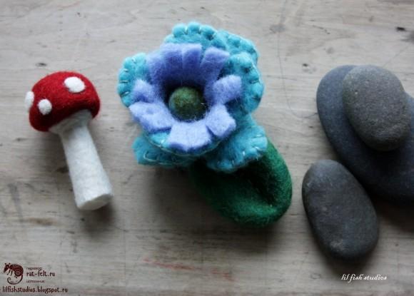 Цветок из шерсти и валяный мухомор