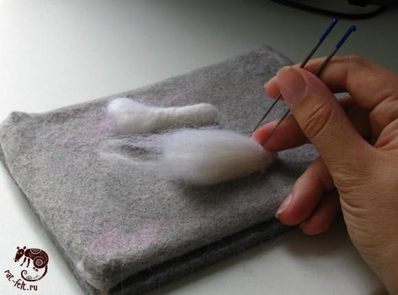 Процесс валяния передних лап