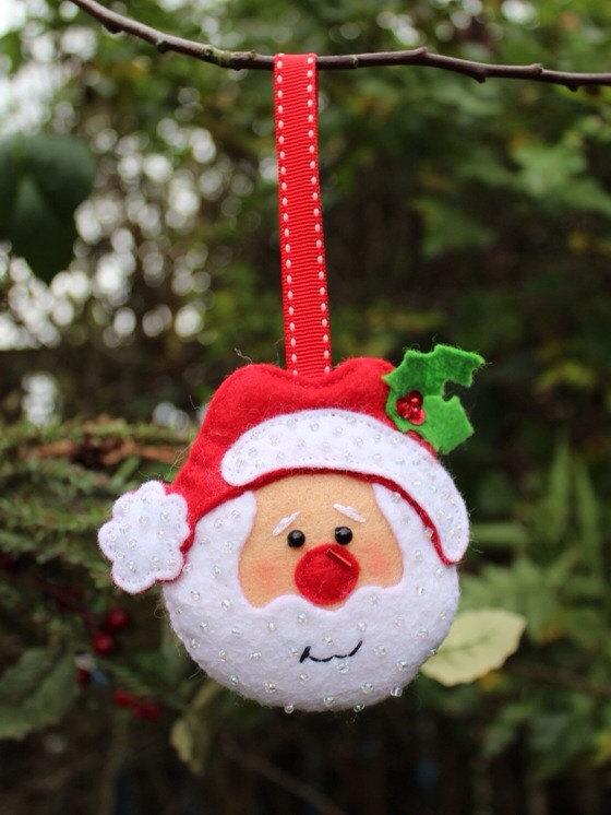 Елочная игрушка в виде головы Деда Мороза от Chrissiescraftshop