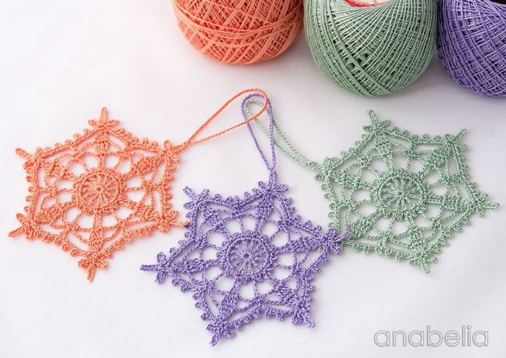 Shabby-chic Christmas crochet ornament by Anabelia 13