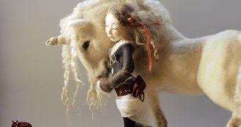 Миниатюра к статье Единорог своими руками от мастера валяния Felthoohlala