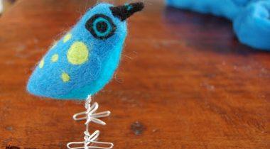 Миниатюра к статье Мастер-класс по валянию яркой птицы из шерсти